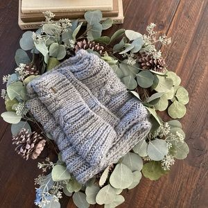 Hollister Gray Scarf - Trendy, Soft, and Comfy